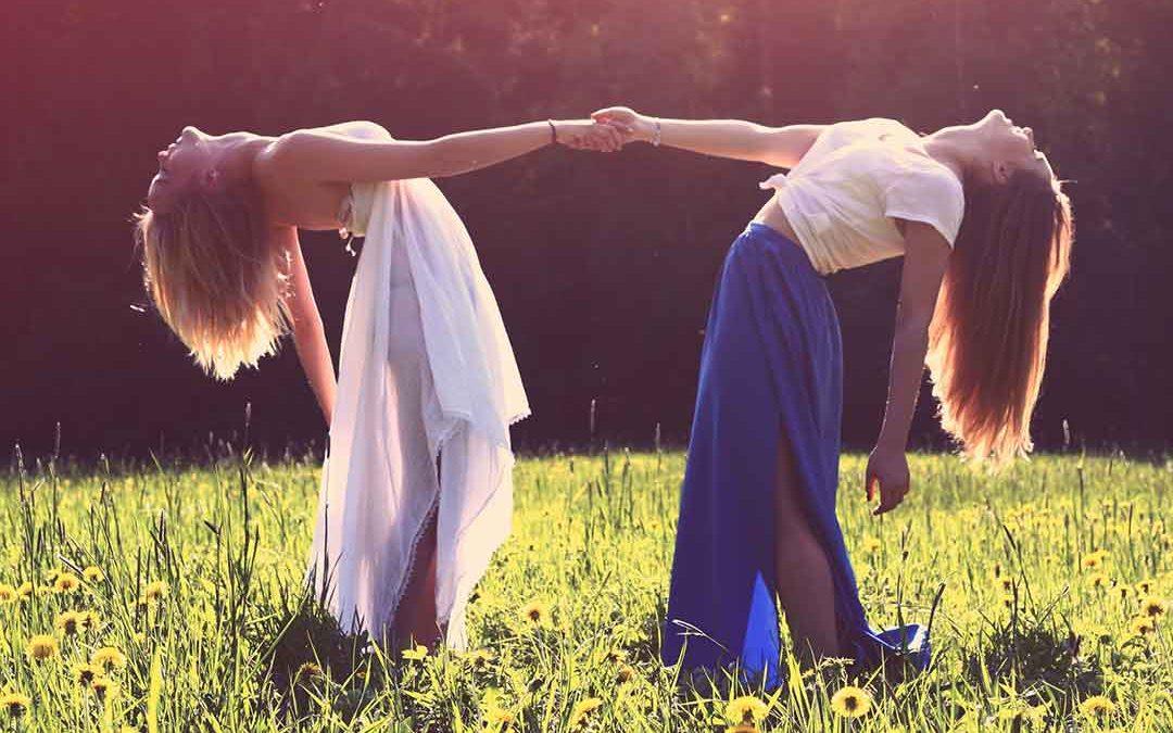 Females find same-sex interactions more rewarding than men do (Video)