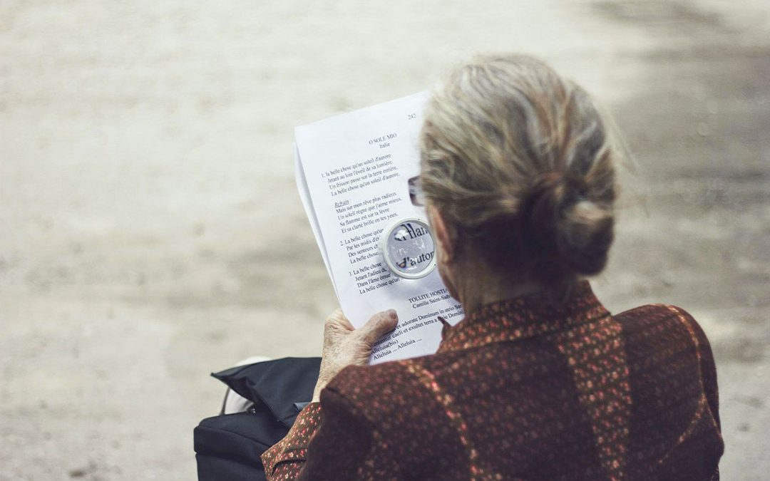 Memory loss and early signs of Alzheimer's disease: Individuals forget how to perform simple tasks, get lost in familiar places, and can become depressed