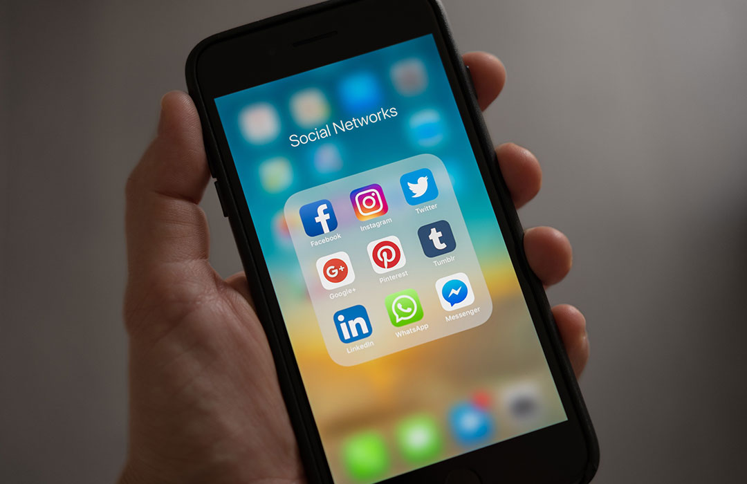 How-to use social media without jeopardizing your mental health (Video)